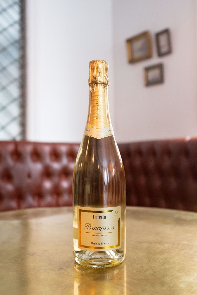The Luretta Blancs de Blancs, a classic method bubbly will have you dreaming with its intense golden yellow bubbles and floral aromas!