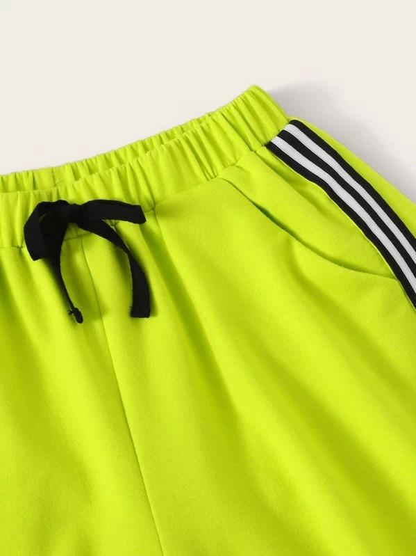 Girls Letter Print Top & Neon Lime Contrast Striped Sweat Shorts Set