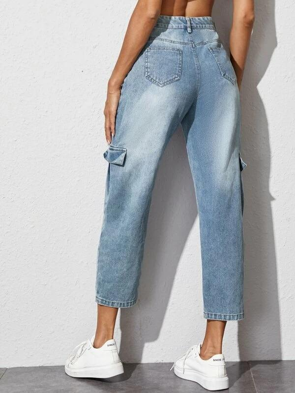 Women Side Flap Pocket Cropped Cargo Jeans