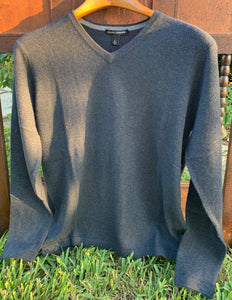 basic v neck w/open bottom-gator