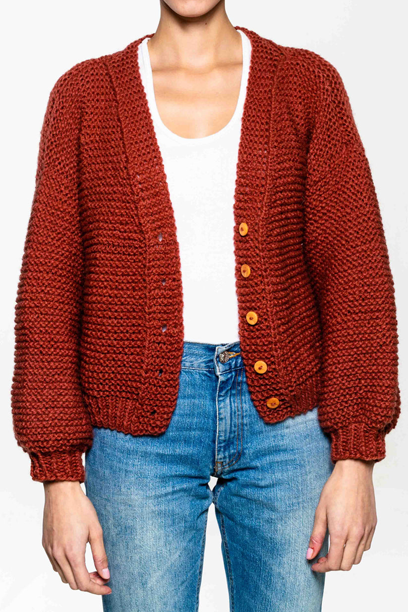 Hand knitted cardigan in 100% wool. Wooden buttons