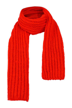 Hand knitted scarf in 100% wool. Rib knit.