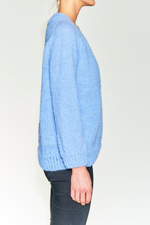 Hans knitted sweater in Brushed Alpaca. Deep v-neck, oversized.