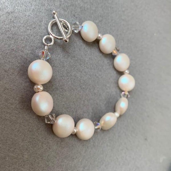 PEARLESCENT WHITE COIN PEARLS BRACELET