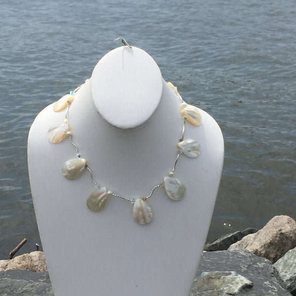 PEARL & TWIST NECKLACE
