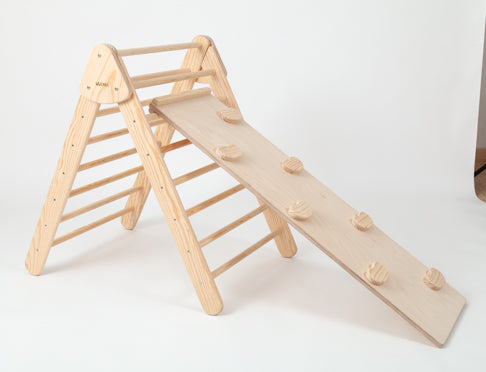 FOLDABLE TRIANGLE WITH ROCK CLIMBING BOARD