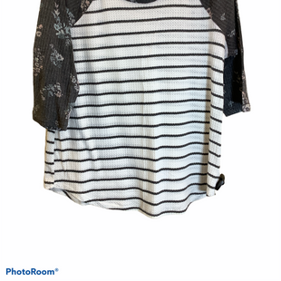 Primary Photo - BRAND: MAURICES STYLE: TOP LONG SLEEVE COLOR: STRIPED SIZE: XL SKU: 256-25673-9632