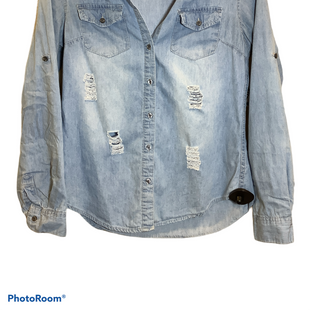 Primary Photo - BRAND:    CLOTHES MENTOR STYLE: BLOUSE COLOR: DENIM SIZE: M OTHER INFO: NOBLE U - SKU: 256-25661-12926