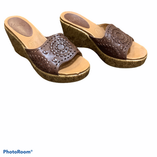 Primary Photo - BRAND:    CLOTHES MENTOR STYLE: SANDALS LOW COLOR: BROWN SIZE: 7 OTHER INFO: KRAVINGS - SKU: 256-25673-10777