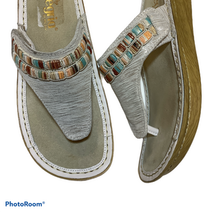 Primary Photo - BRAND: ALEGRIA STYLE: SANDALS FLAT COLOR: CREAM SIZE: 6.5 SKU: 256-25678-7550