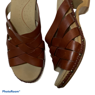 Primary Photo - BRAND: DANSKO STYLE: SANDALS LOW COLOR: BROWN SIZE: 10 SKU: 256-25673-12190