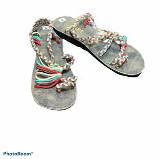 Primary Photo - BRAND:    CLOTHES MENTOR STYLE: SANDALS FLAT COLOR: MULTI SIZE: 8 OTHER INFO: PLAKA - SKU: 256-25611-40713
