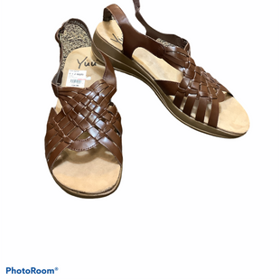Primary Photo - BRAND: YUU COLLECTION STYLE: SANDALS FLAT COLOR: BROWN SIZE: 8.5 SKU: 256-25661-17983