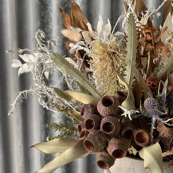 Dried Flower Wall Piece Arrangement // Workshop