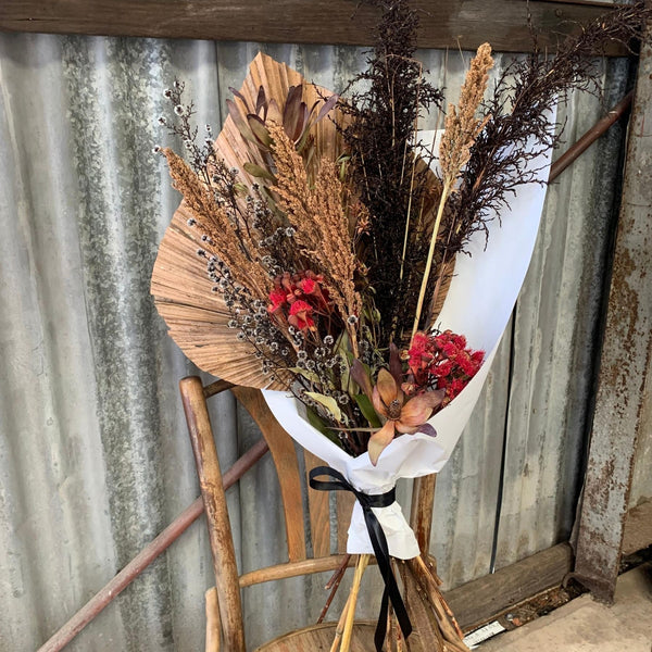 Mother's Day Gift // Earthy Dried Flower Arrangement