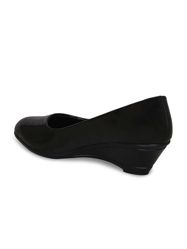 Women Black Solid Wedge Pumps
