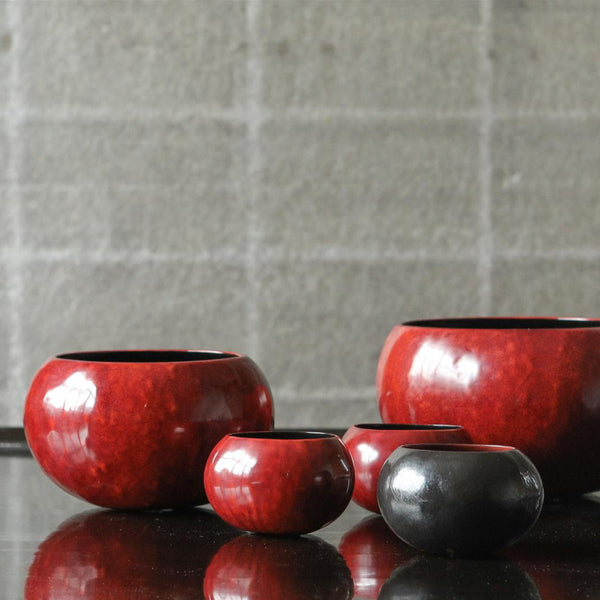 Calaba Bowls M - Red on black