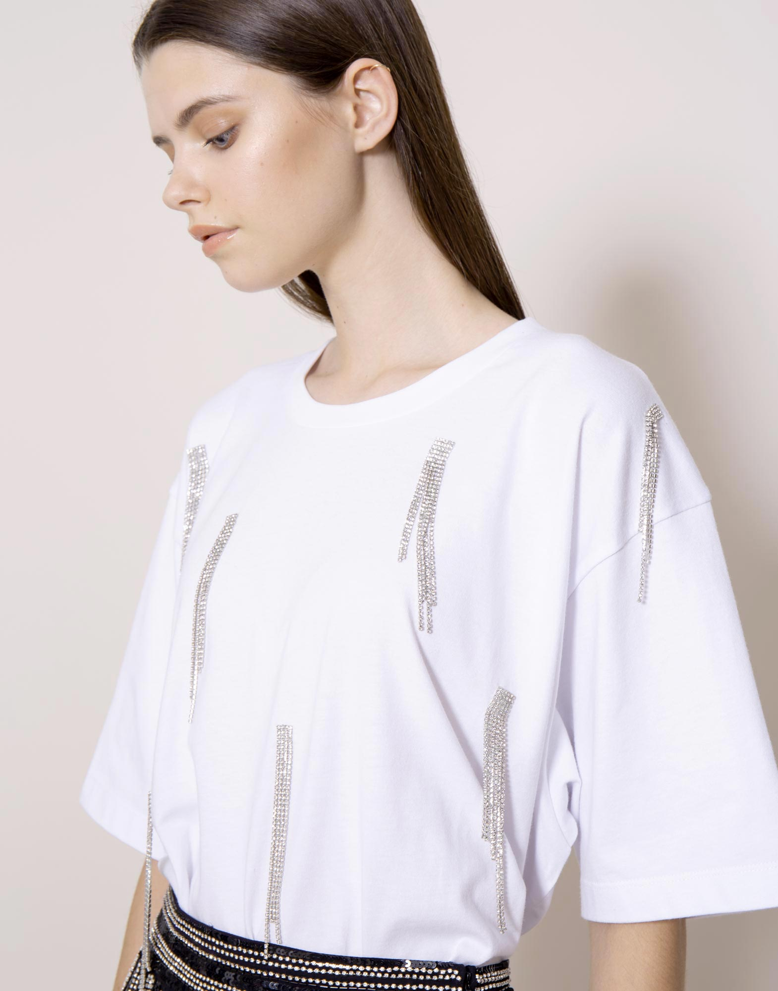 Oversized t-shirt with rhinestone fringes