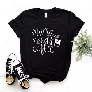 Camiseta estampada tipo T-shirt MAMÁ NEEDS COFEE