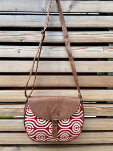 flap crossbody handbag in feather pattern