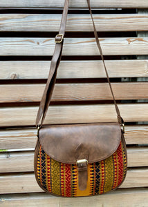 flap crossbody handbag in woven pattern 2