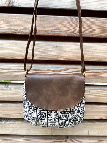 piccolino flap crossbody handbag in mandala pattern