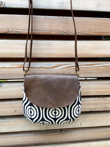piccolino flap crossbody handbag in feather pattern