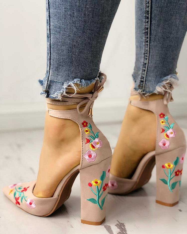 Floral Embroidered Pointed Toe Chunky Heeled Sandals 15