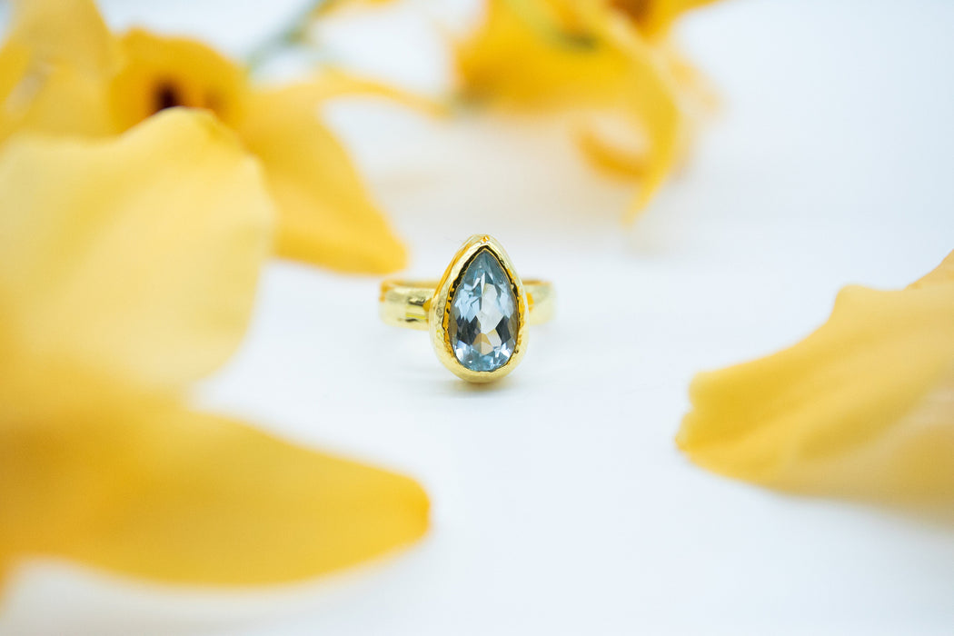 Stunning Faceted Teardrop Topaz Ring in Beaten Gold Plated Sterling Silver Setting - Size 6 US - Gemstone Jewellery - Blue Topaz Jewelry