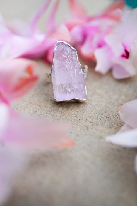 Stunning Pink Kunzite Ring with Beaten Sterling Silver and Adjustable Band - Raw Gemstone Ring - Gemstone Jewellery - Statement Ring