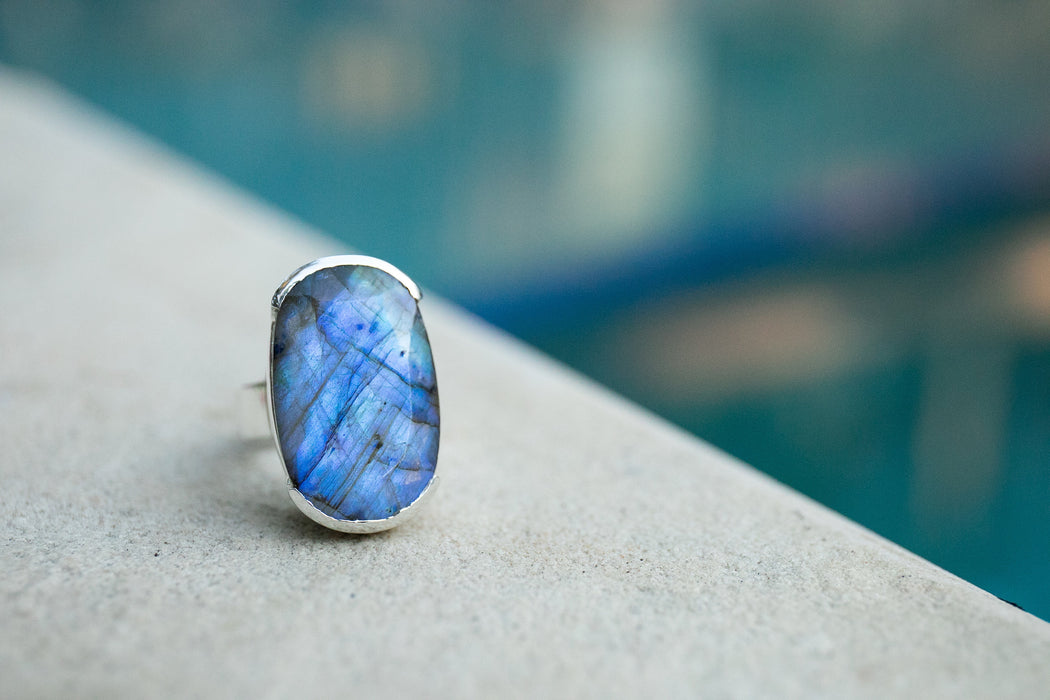 High Grade Large Oval Labradorite Ring set in Unique Sterling Silver Band - Size 9 US - Gemstone Ring - Labradorite Jewelry - Blue Gemstone