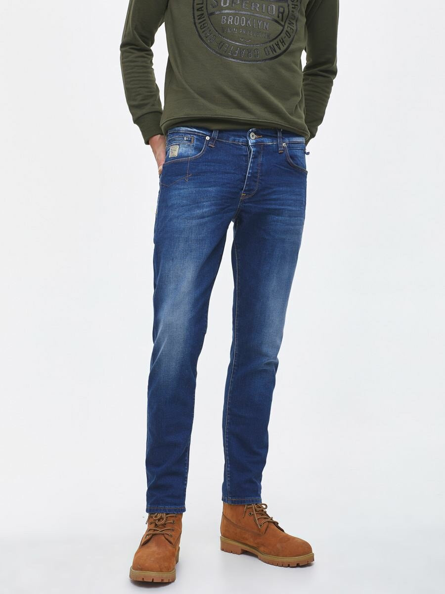 Jeans Tapered Fit - Mid Rise | Connie Wash