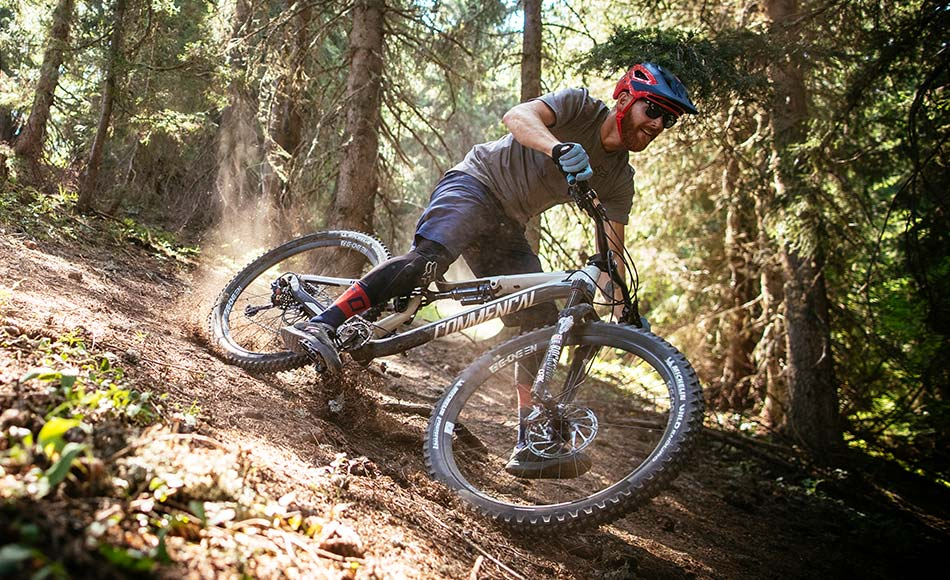 MTB-hardtail (without rear suspension) differs from the outwardly similar hybrid primarily in its purpose.