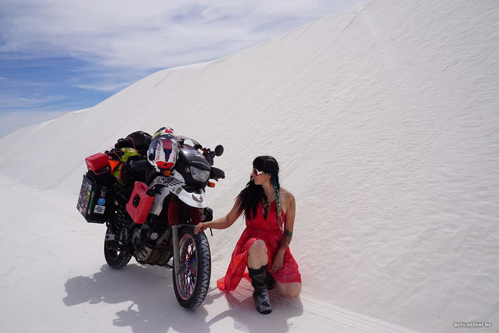 In the south of the USA, the Porcelain Desert with fine white sand (New Mexico)