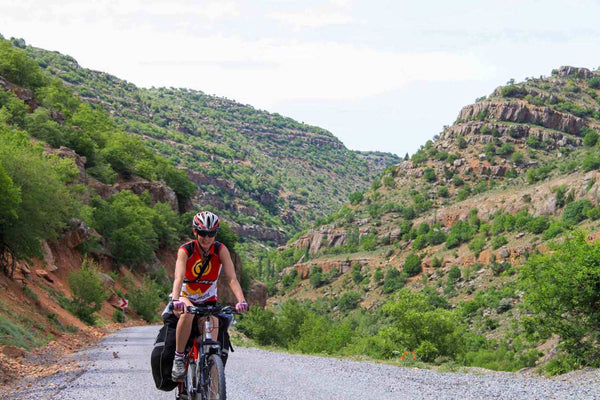 driving-along-the-canyon-of-the-zamanty-river-capp