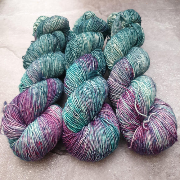 Cosmic. Merino Singles High Twist 4-ply/fingering