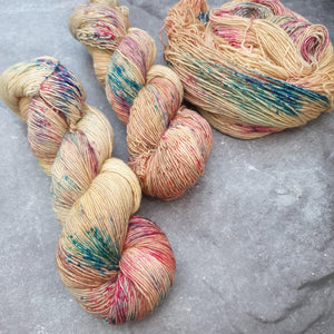 Honey Bloom. Merino Singles High Twist 4-ply/fingering