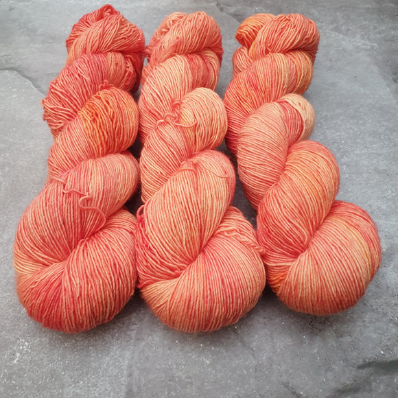 Mango. Merino Singles High Twist 4-ply/fingering