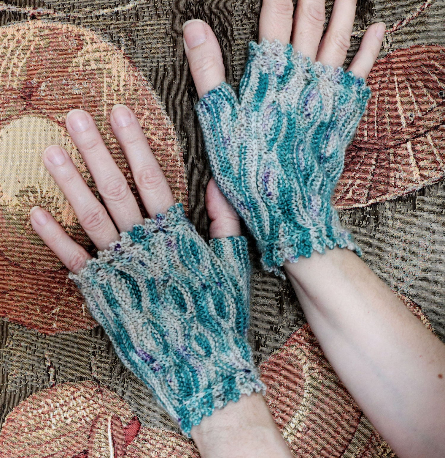 Nafura Kit. Merino Nylon 4-ply/fingering and Nafura Mitt pattern (print out and Ravelry download code).