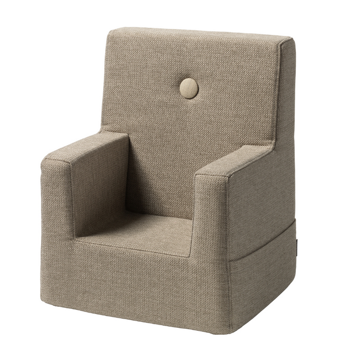 By KlipKlap KK Kids Chair - Sand med sandfarvede knapper
