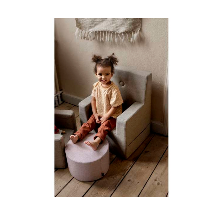 By KlipKlap KK Kids Chair XL - Sand med sandfarvede knapper
