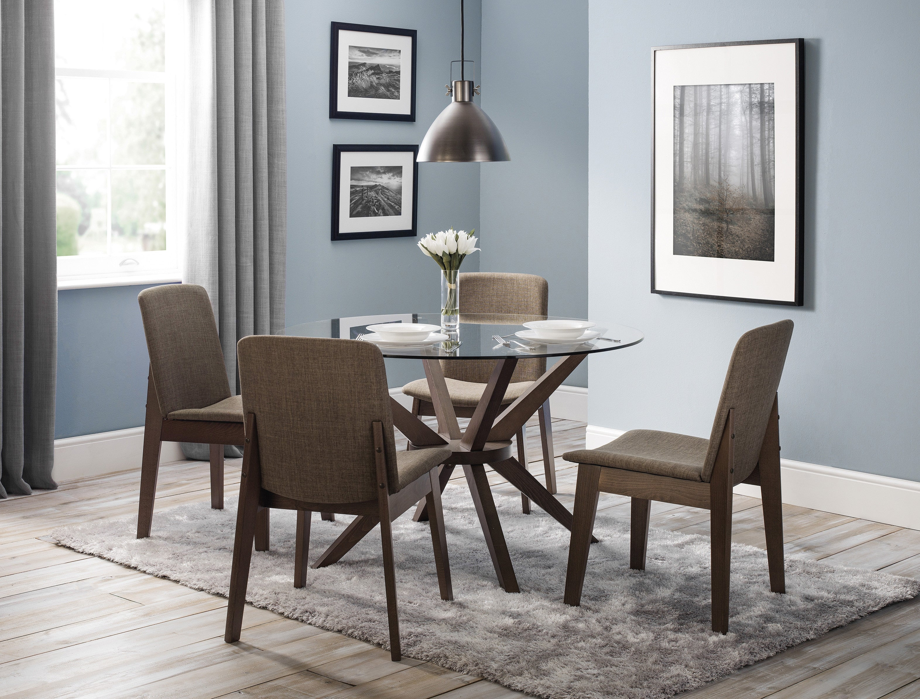 Picture of: Kensington Round Glass Dining Table 4 Chairs Plfs London Property Letting Furniture