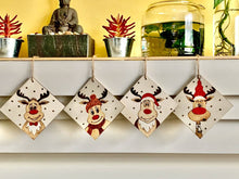 Load image into Gallery viewer, Set of 4 coasters - Reindeers
