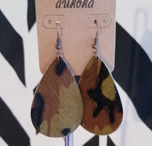 Load image into Gallery viewer, Camo Print Teardrop Earings