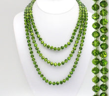 Load image into Gallery viewer, Green Christmas Beaded Necklace - The Hot Polka Dot