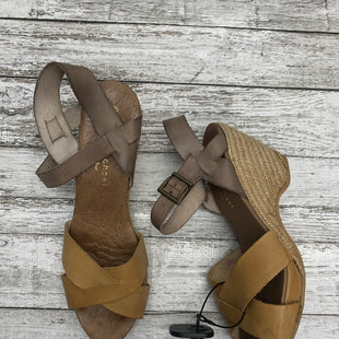 Primary Photo - BRAND: ERIC MICHAEL LONDON STYLE: SANDALS HIGH COLOR: TAUPE SIZE: 10 SKU: 126-3003-9343