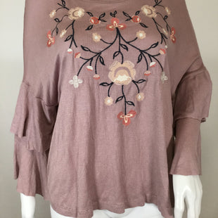 Altard State Short Sleeve Top Size:medium - IN A BEAUTIFUL SHADE OF DUSTY PINK THIS NEW WITH TAGS TOP IS A TREASURE!EMBROIDERY ON FRONT WITH RUFFLE SLEEVE DETAIL.