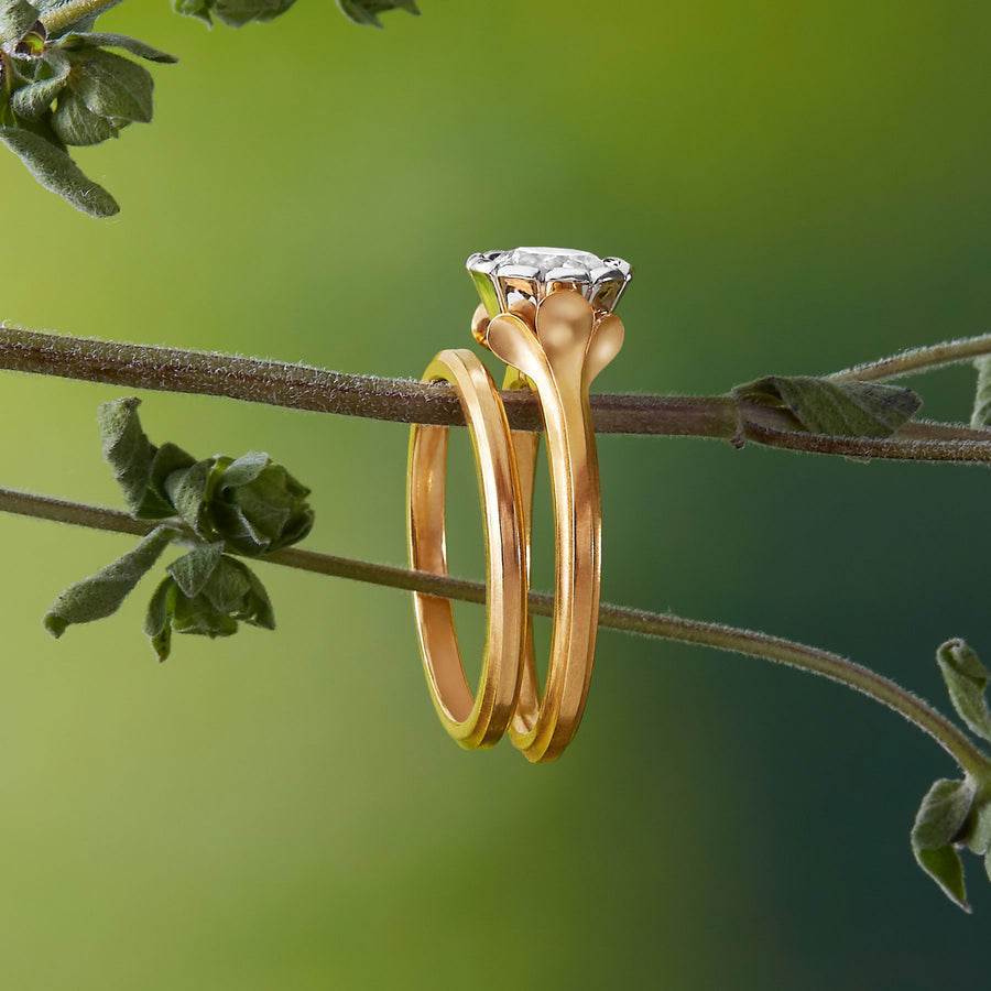 Wildflower Fluted Wedding Band