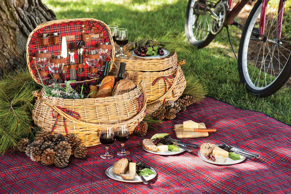Picnic Time Highlander Bombay Picnic Basket with Deluxe Service for Four
