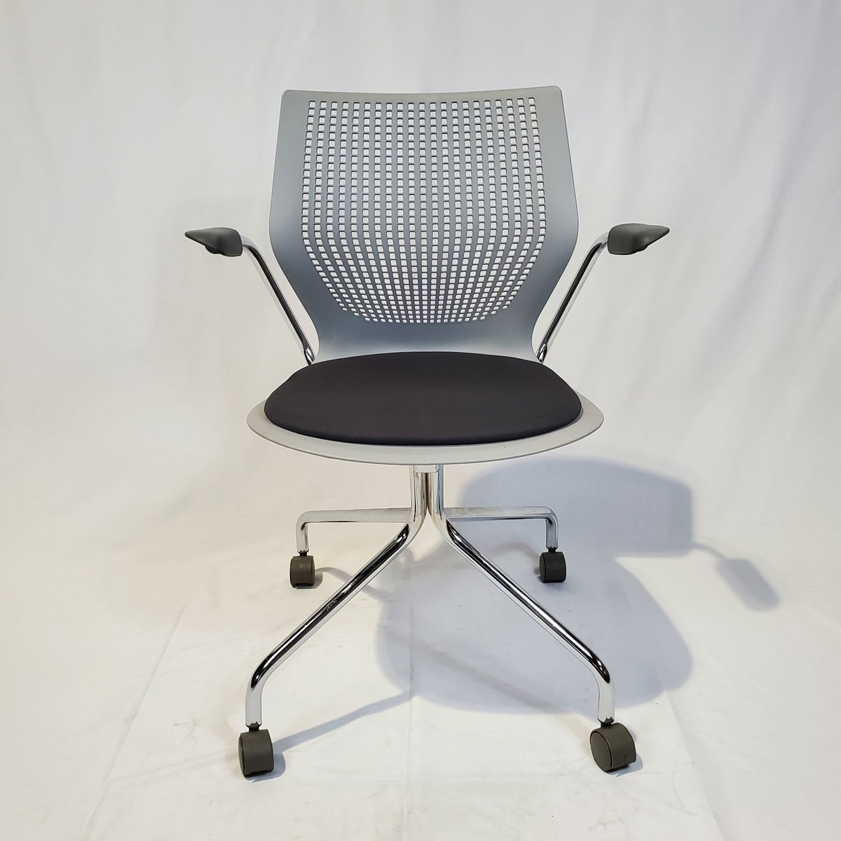 Pre-Owned - PreOwned Knoll Multigeneration Light Task Chair - Duckys Office Furniture